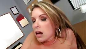 Gorgeous furious beauty looks sexy on dirty porn